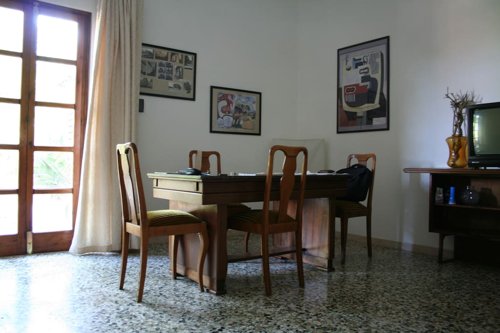 grande tavolo per lavoro e svago Great table for work and leisure