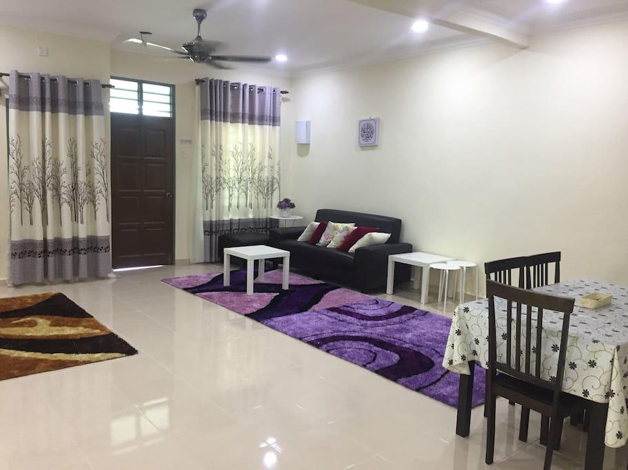 Ruang tamu yang luas