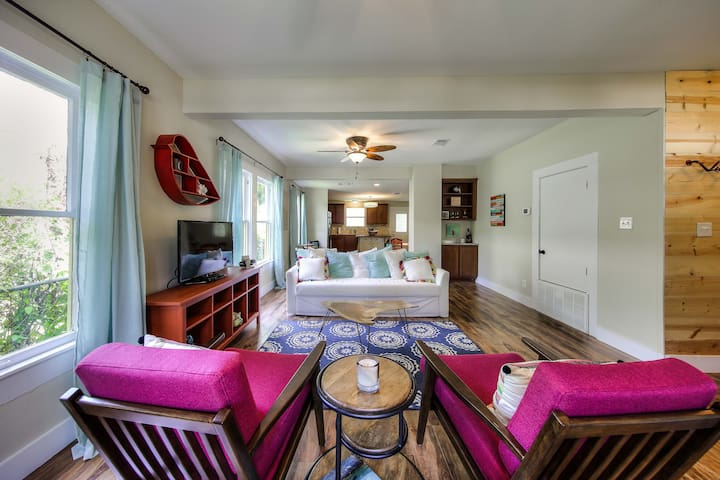 Sweet Bungalow in the Heart of the City