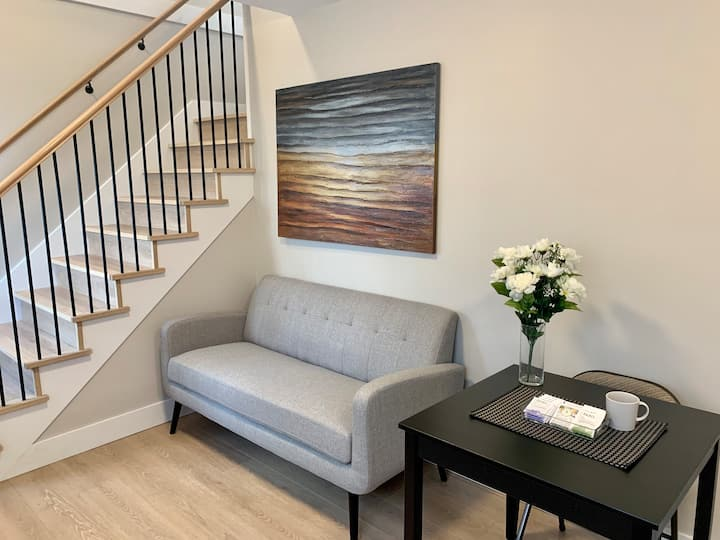 Private and Polished Suite near Fraserhood