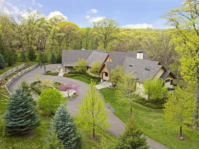 Exquisite Private Home for Super Bowl LII Getaway!