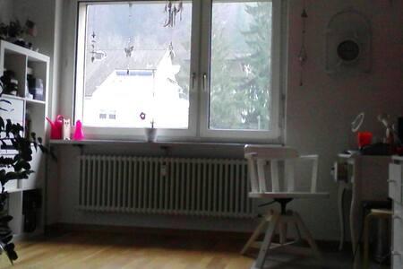 Freundliches grosszügiges Zimmer - Baden