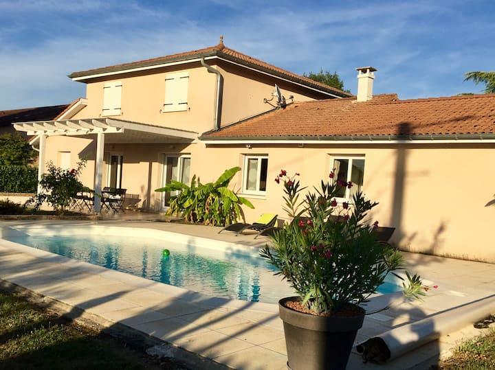 Belle villa moderne, familiale proche de Mâcon