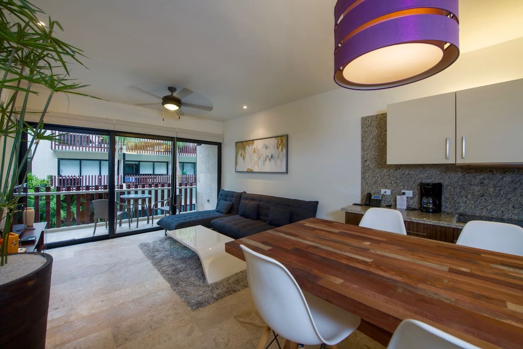 Fully equipped kitchen, dining room and living room