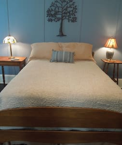 Bright double bed room #4 - Clover - Bed & Breakfast