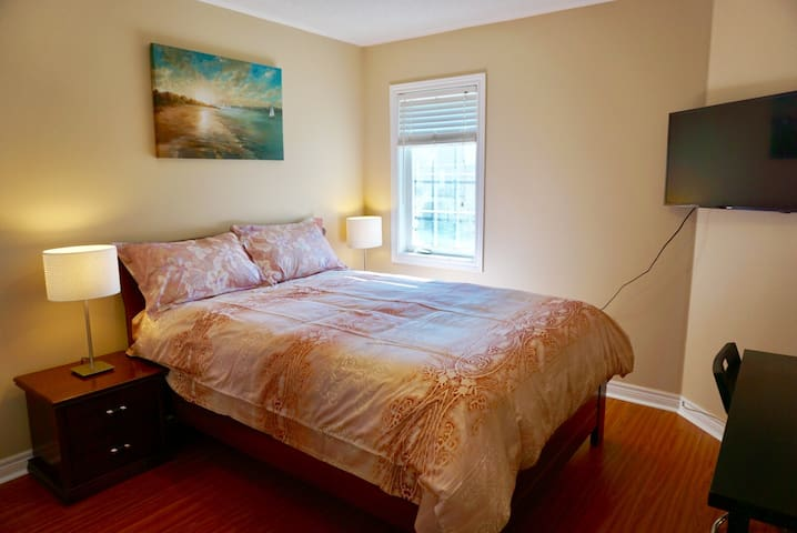 Private room & Private Bathroom with Parking - Richmond Hill - Hus