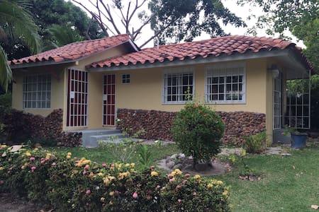 Casas de Playa, Piscina y Jacuzzi - Playa Coronado