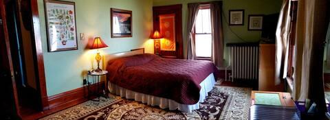 Peaceful Farmhouse Getaway-Oasis Room, Full bed,TV