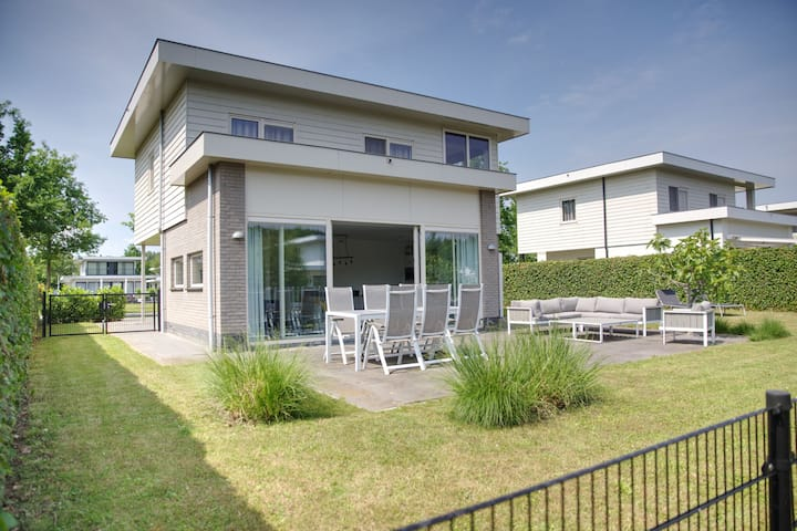 Ravishing Holiday Home in Zeewolde near Flevostrand Beach