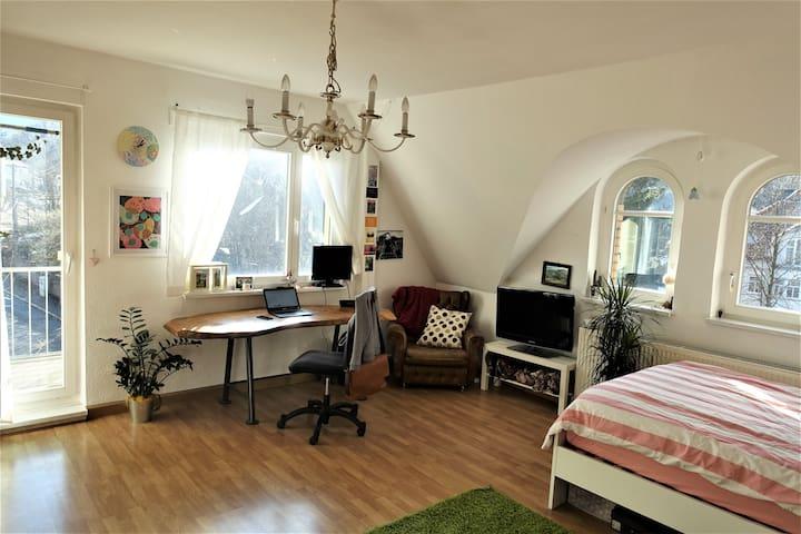 Wunderschönes helles Zimmer mit Balkon