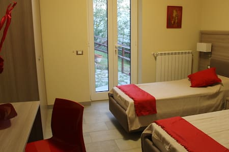 Bed&Breakfast Paganini red room - Genua - Bed & Breakfast