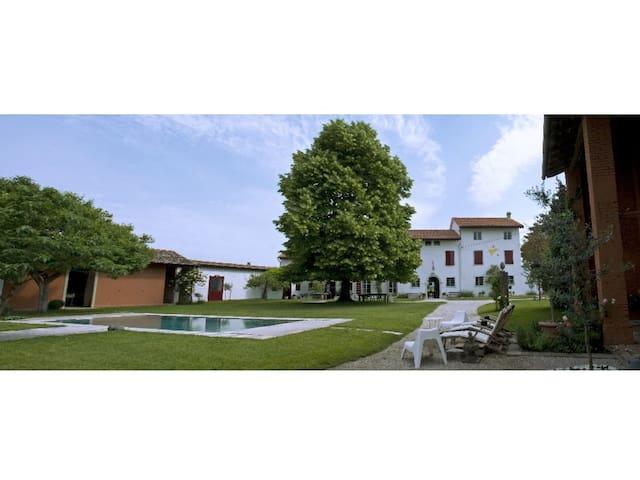 Antica villa con piscina per vacanze di relax - San Vito Al Torre