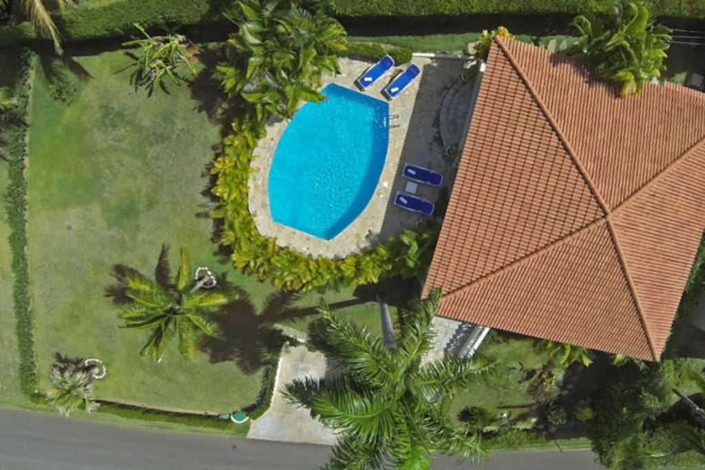 Villa with private pool and tropical garden