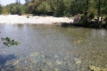 La rivière à deux minutes à pied