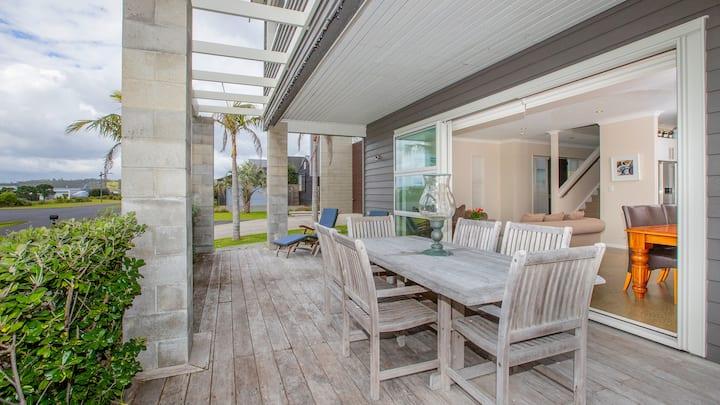 STUNNING BEACH HOUSE-LUXURIOUS HOUSE