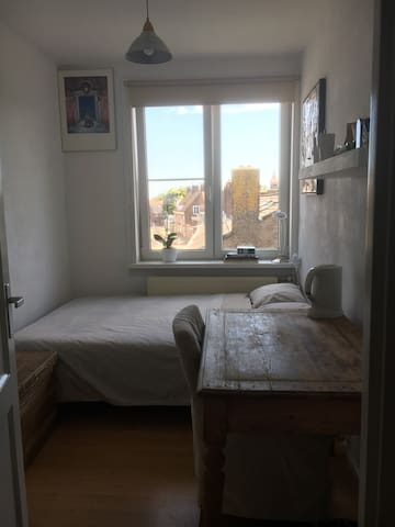 Cosy room, Amsterdam center in 20-25min, 2pers