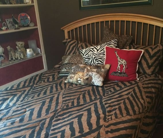 Comfortable Jungle Room for Two - Louisville - Bed & Breakfast