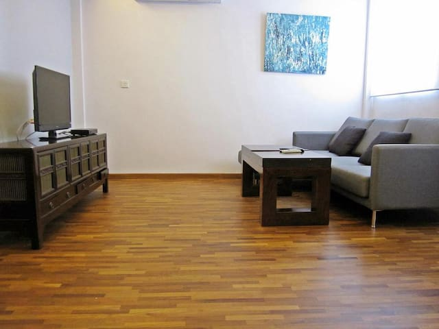 Spacious 1  Bedroom Apartment (Walk to Aljunied)