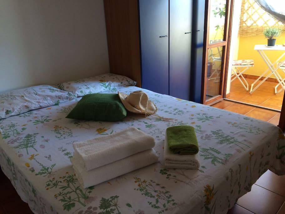 Camera da letto con balcone / Bedroom with balcony