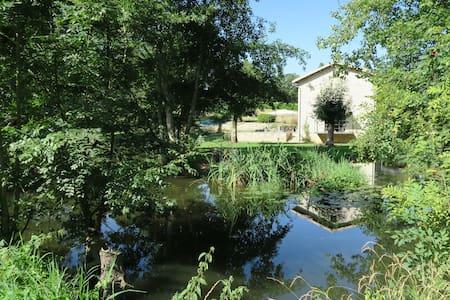 Le Moulin de Charzay, éco-gîte familial