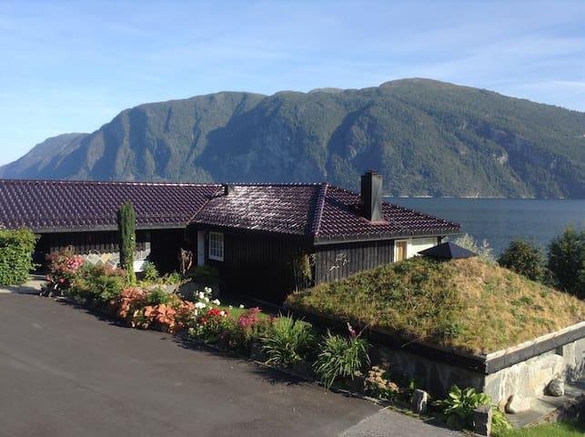 Leilighet m/ flott utsikt mot fjord - Stranda