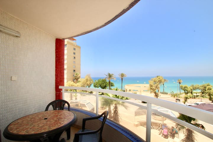 Luxury Beach Front Royal Apartment sea view