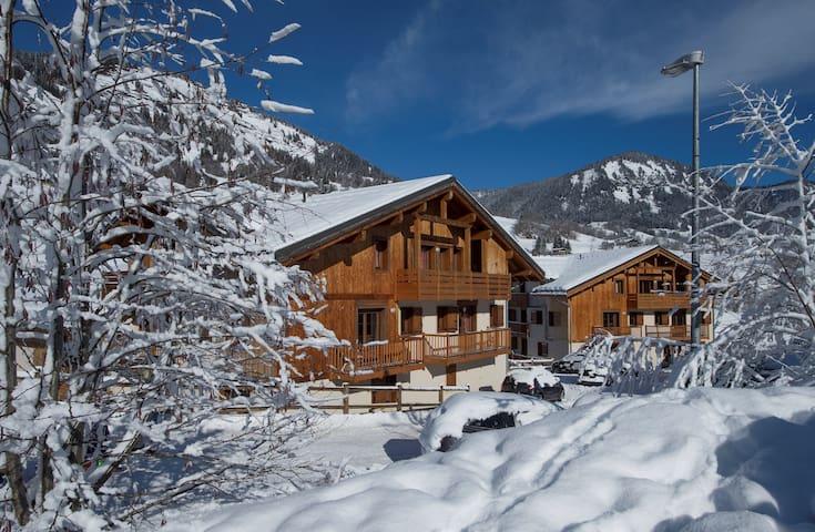 Appartement Cosy Près des Pistes | Local à Ski + Accès Piscine Intérieure + Bain à Remous