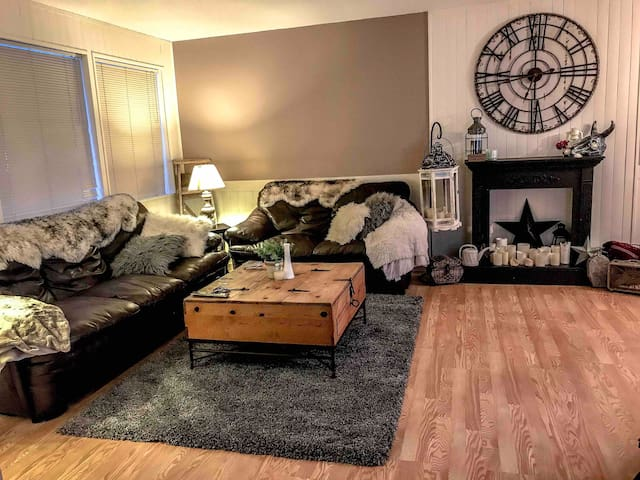 Warm & Cozy Home Away from Home!