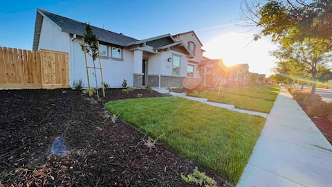 BRAND NEW PRIVATE HOME 3 BED 2 BATH. SAFE & QUIET.