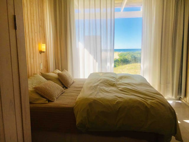 Casa 2: Dormitorio y vistas.