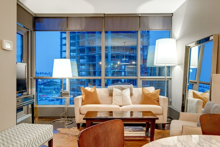 ***LUXURIOUS SHOW SUITE IN THE HEART OF YYC***