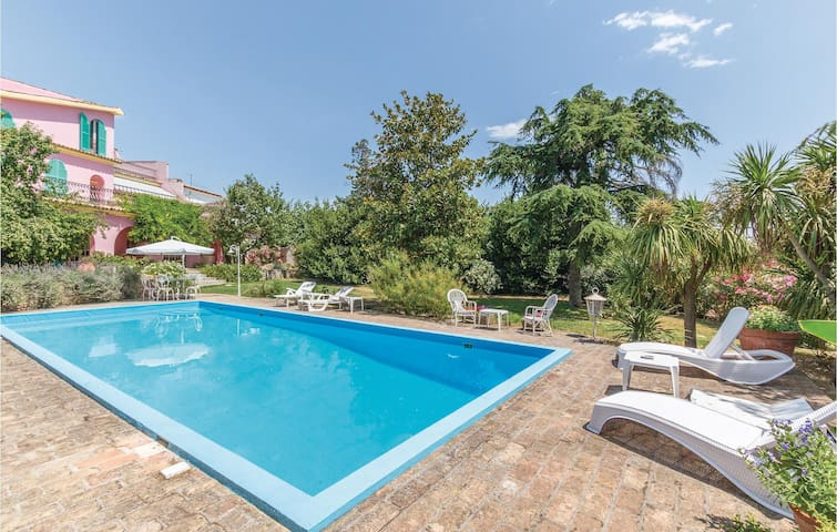 Semi-Detached with 3 bedrooms on 250m² in Spoltore (PE)