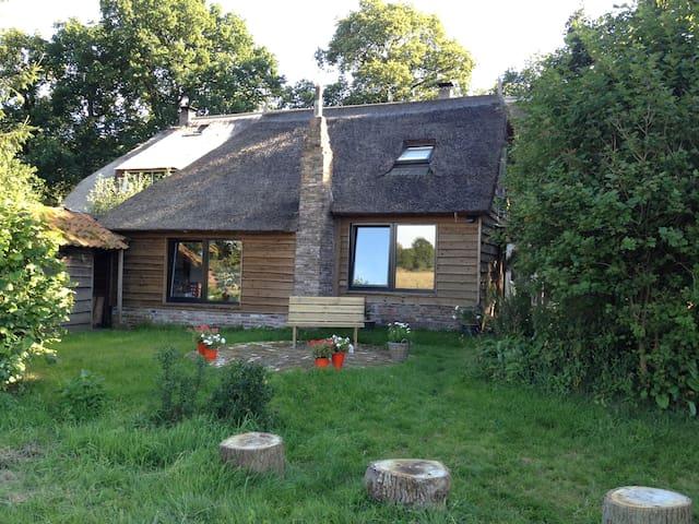 Schaapskooi midden in het bos - Uffelte - Cabin