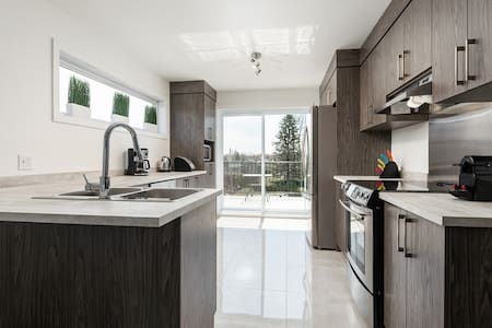 Brand New Modern 3BR condo with AC