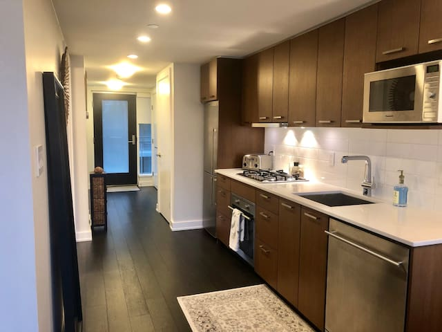 BEAUTIFUL DOWNTOWN CONDO- EXCELLENT LOCATION!!!!