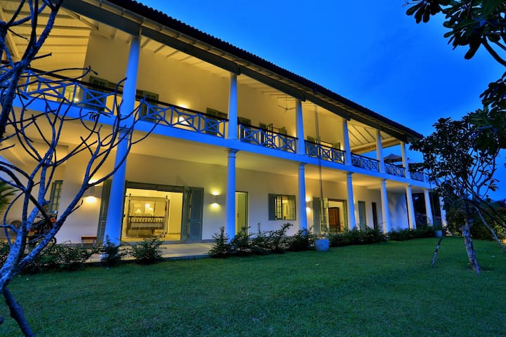 Cassia Hill - Luxe Colonial Villa, Glorious Views - กอลล์ - วิลล่า