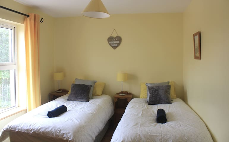 River House - Rm 2 - Twin Beds with Ensuite