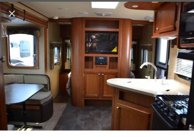 Immaculately Clean Travel RV for 4!!!