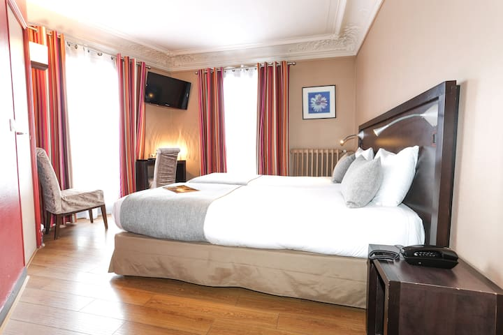 Twin room - 3*** Hotel  -  Paris Centre