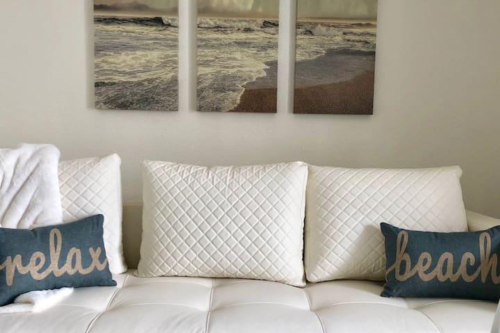 Modern Paradise! 2 bedroom condo on North Beach