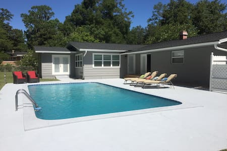 4 BR pool home near Springs & HITS - Ocala
