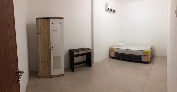 Cozy Spacious Room in south Surabaya