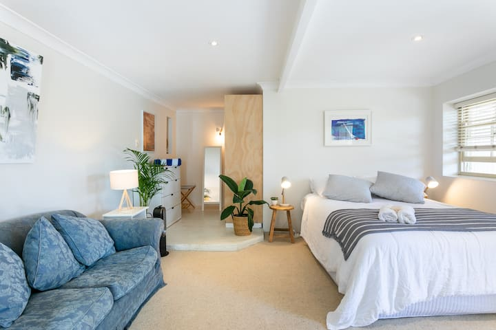 The Bay - Beautiful Studio 200m from Pittwater