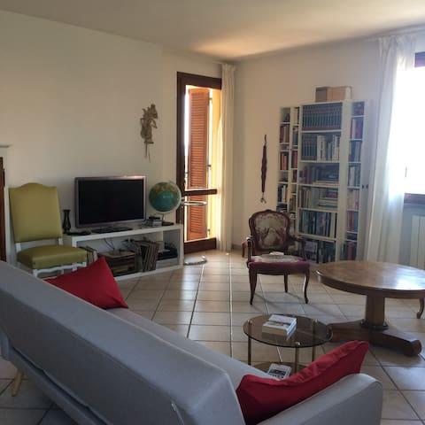Doppelzimmer mit Balkon und Sicht auf die Küste - Suvereto - Apartment