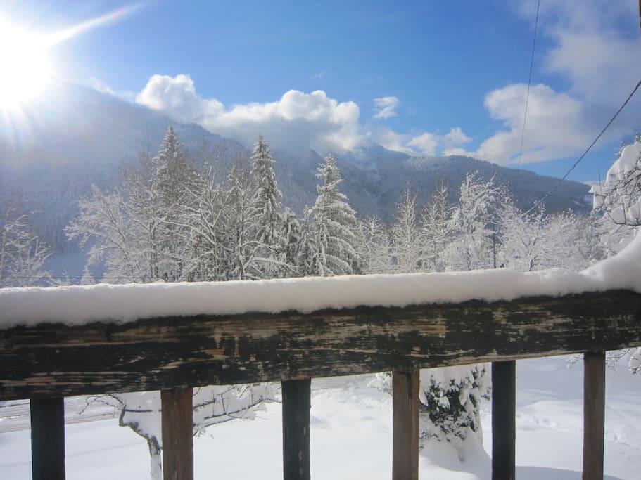 Vue du balcon sur les montagnes du Beaufortain