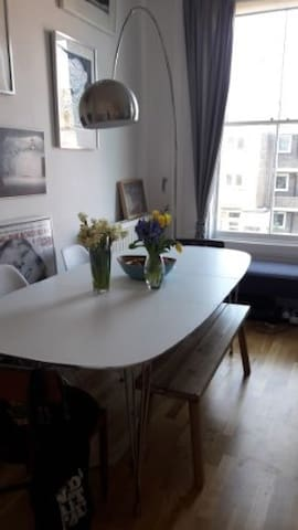 Central Apartment near to river, and tube stops