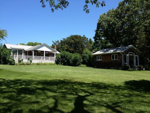 Waterfront Beach escape - Hampton Bays - Casa