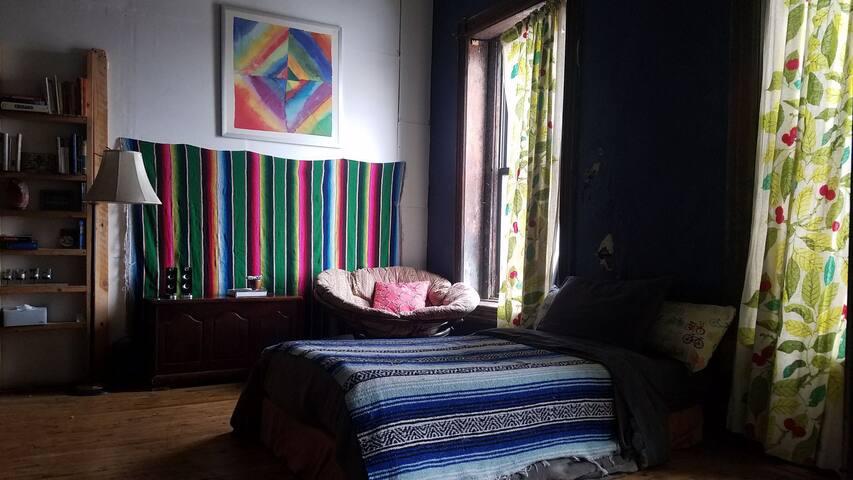 suite room artsy Wicker Park loft 1/2 block to CTA