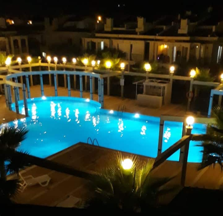 """Villa Sardunya""Çalış plajında, havuz,bahçe,mangal"