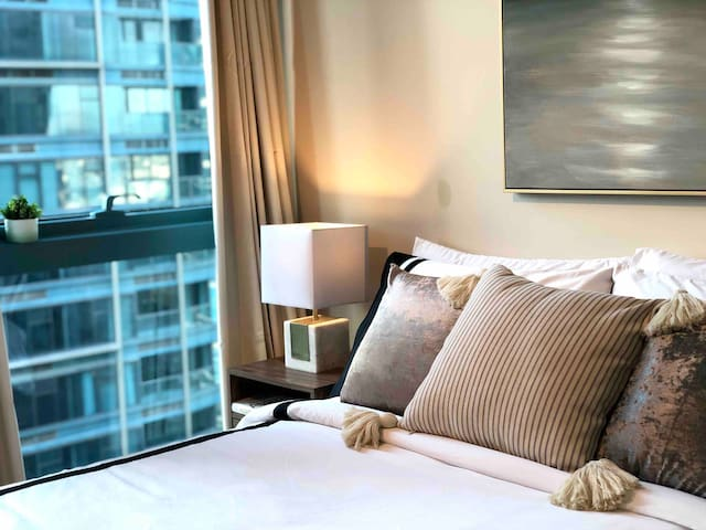 City View Condo in BGC across Uptown Mall w/ WiFi!